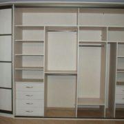 Пример внутреннего использования пространства шкафа