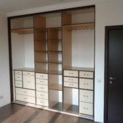 Пример внутреннего наполнения встроенного шкафа с ящиками