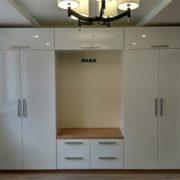 Белая стенка для гостиной комнаты, изготовленная на заказ