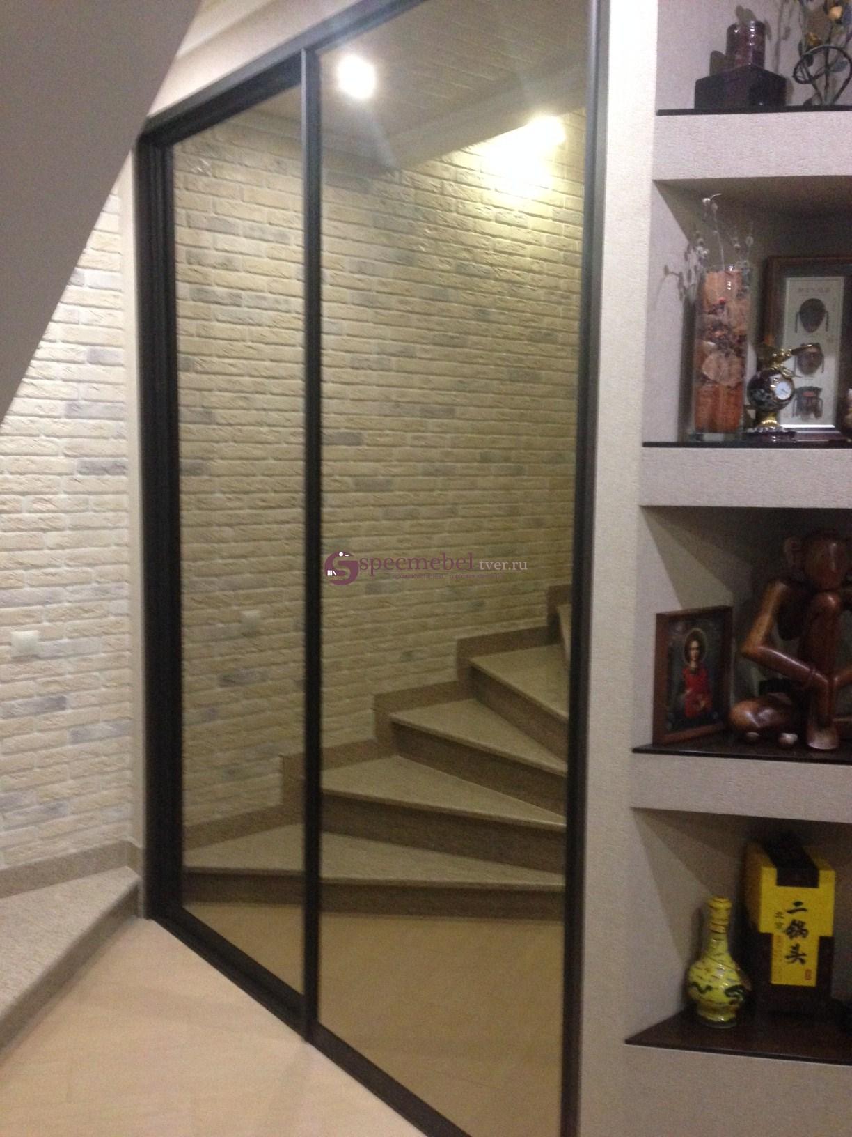 Встроенный шкаф-купе в прихожей с зеркалами на заказ