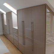 Встроенные шкафы в мансарде