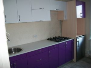 Прямая фиолетовая кухня