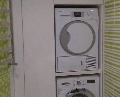 Шкаф для ванной со встроенной стиральной машиной