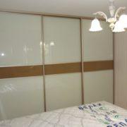 Шкаф-купе в спальне с плёнкой ПВХ на фасаде