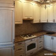 Угловая кухня из массива, изготовленная на заказ 3