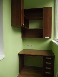 Письменный стол со шкафом на балконе