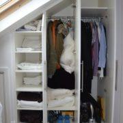 Мансардный скошенный встроенный шкаф