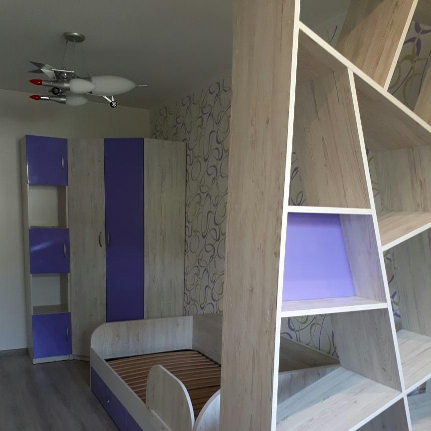 Детская на заказ со шкафом и стеллажем фиолетовая