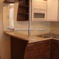 Барная стойка на кухне с зеркалом