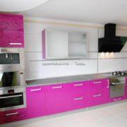 Розовая кухня на заказ с пеналом