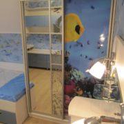 Шкаф-купе с зеркалами и фотопечатью в детской