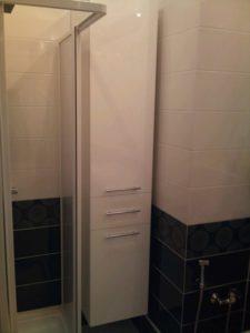 Шкаф, изготовленный на заказ и установленный ванную комнату