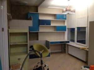 Мебель для детской на заказ со столом и кроватью, изготовленная на заказ