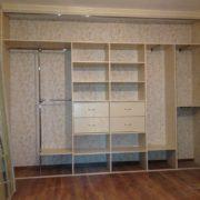 Пример внутреннего наполнения встроенного шкафа 2