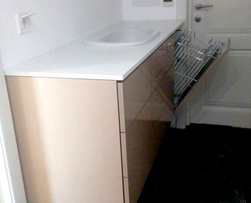 Тумба для ванной комнаты, изготовленная на заказ, с доводчиками и корзиной