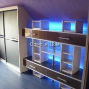 Шкаф-купе на мансарде с подсветкой