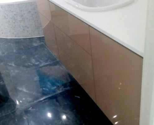 Тумба для ванной комнаты, изготовленная на заказ, с доводчиками, без ручек