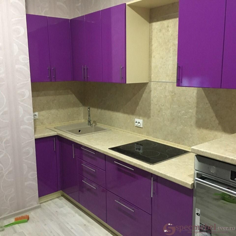 Угловая кухня на заказ цвета баклажан