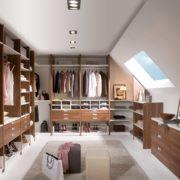 Гардеробная комната в мансардном помещении