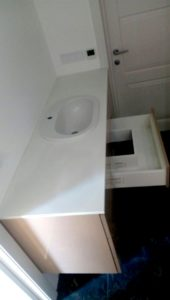 Тумба для ванной комнаты, изготовленная на заказ, с доводчикам