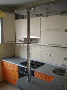 Барная стойка на угловой кухне