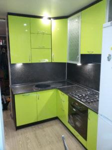 Кухня из пластика фисташкового цвета, на заказ 2