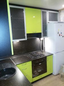 Кухня из пластика фисташкового цвета, на заказ