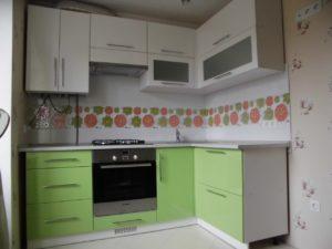 Угловая кухня из мдф зеленый с белым, на заказ