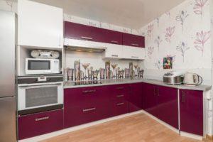 Угловая кухня из пластика бордо, на заказ