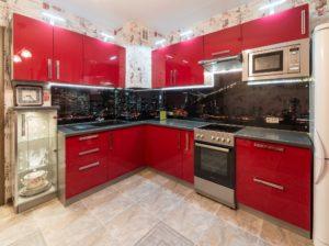 Угловая кухня красная из пластика, на заказ
