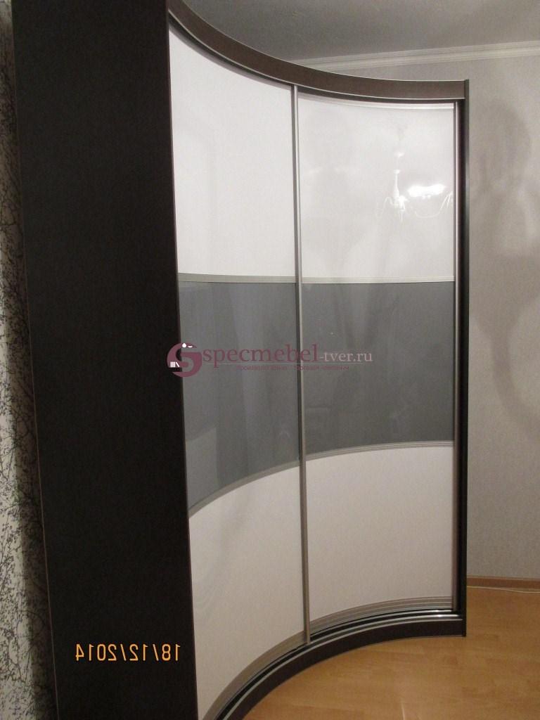 РАдиусный угловой шкаф-купе с закругленными фасадами
