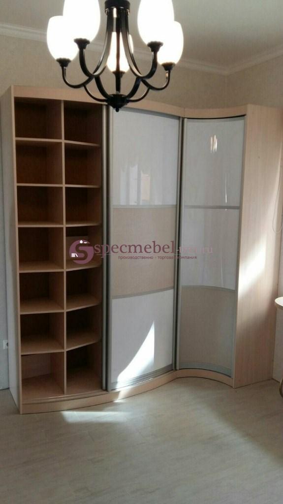 Радиусный шкаф с пластиковыми вставками